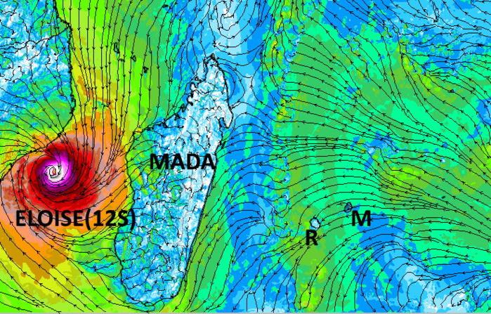 Le vent faible ou très localement modéré ne sert pas d'éventail sur les ILES SOEURS où il fait toujours plus chaud que la normale. En revanche il prend une tournure cyclonique de plus en plus affirmée sur le Canal de Mozambique avec la ré-intensification très probable de la Tempête ELOISE. Arome. Météo France.MCIEL.