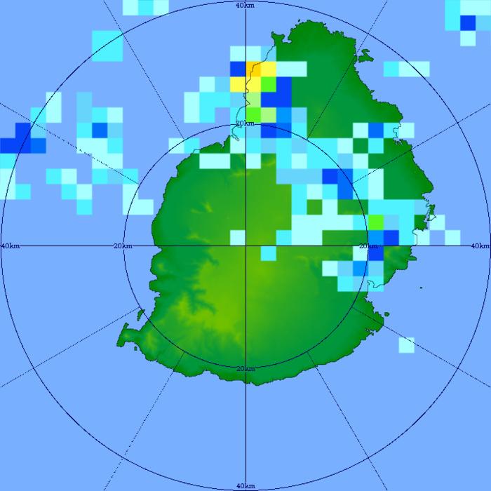 28/14h21. Fortes pluies localement torrentielles(couleur orange) heureusement sur des périodes plutôt courtes. Suffisantes néanmoins pour causer des flash-floods. Radar de Trou Aux Cerfs. MMS/Vacoas.