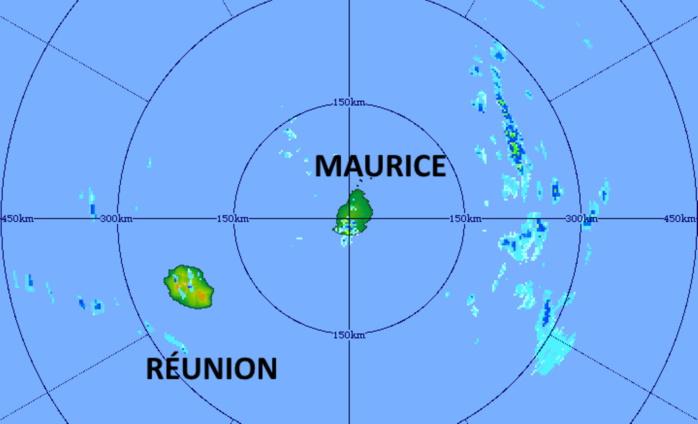18/14h. Le radar de TAC montre des averses dans l'intérieur de la RÉUNION mais surtout des averses orageuses localement fortes à MAURICE notamment dans le Sud-Ouest. Une zone orageuse évolue à un peu plus de 200km à l'Est de MAURICE.MMS/VACOAS.