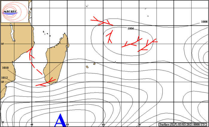 Analyse de la situation de surface ce Mercredi. L'instabilité sur le CANAL DE MOZ est repérable en rouge. Au Nord de Rodrigues existe la circulation de la zone suspecte INVEST 90S. MTOTEC.