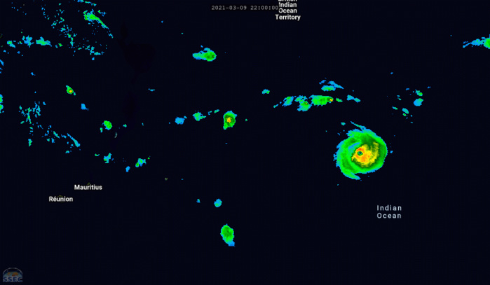 24S(HABANA). 10/04UTC. 6H ANIMATION. THE CYCLONE IS INTENSIFYING RAPIDLY FAR TO THE EAST-NORHTEAST OF THE MASCARENE ISLANDS. THE EYE IS SHARPER AND CONVECTION SURROUNDING IT IS MORE INTENSE. A COMPLETE BULLETIN WILL BE ISSUED NEAR 10/10UTC. CLICK TO ANIMATE IF NECESSARY.