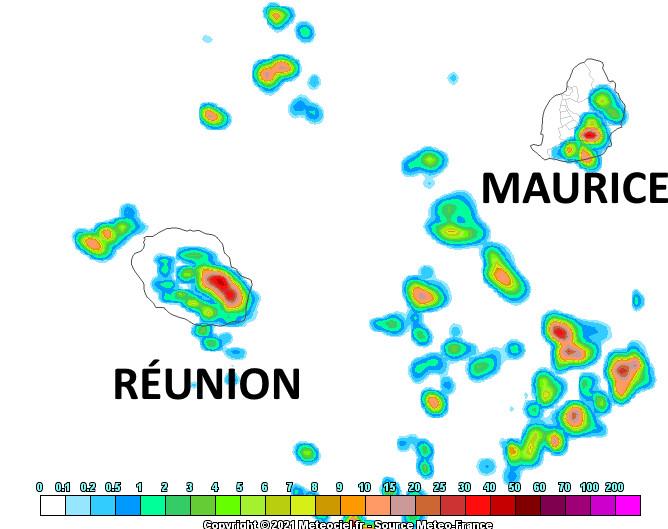 L'activité pluvio-orageuse a plus de chances de concerner les moitiés Sud-Est des ILES SOEURS ce Dimanche après-midi. Modèle Arome. Météo France. MCIEL.