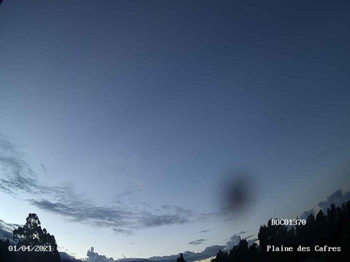 01/06h20. Ciel clément ce matin à Bois Court/Plaine des Cafres. Webcam MÉTÉO-R OI.