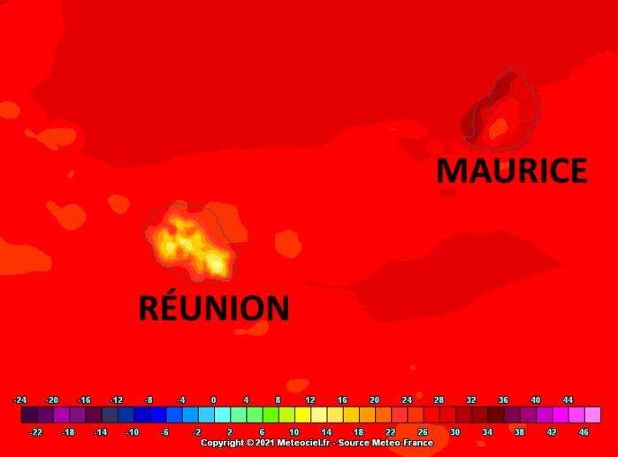 Le modèle Arome cible toute la frange littorale occidentale de MAURICE avec des maximales absolues encore supérieures à 30°C en début d'après-midi ce Samedi. Plus ventilée et soumise à un temps localement instable voire orageux la RÉUNION affiche des températures plus contenues sauf localement dans l'Ouest ou le Nord-Ouest. MFRANCE. MCIEL.