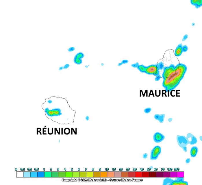 Mardi après-midi on peut espérer des averses estivales un peu plus nombreuses sur les moitiés Sud-Ouest des ILES SOEURS. Arome. MFRANCE. MCIEL.