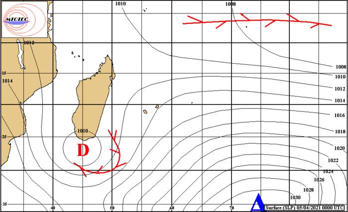 Analyse de la situation de surface ce Lundi matin à 4heures. La dépression au Sud de MADA est bien matérialisée.  Les vents sont orientés au NE sur les ILES SOEURS. Loin au NE des Mascareignes la Zone de Convergence Intertropicale(ZCIT) est active. MTOTEC.