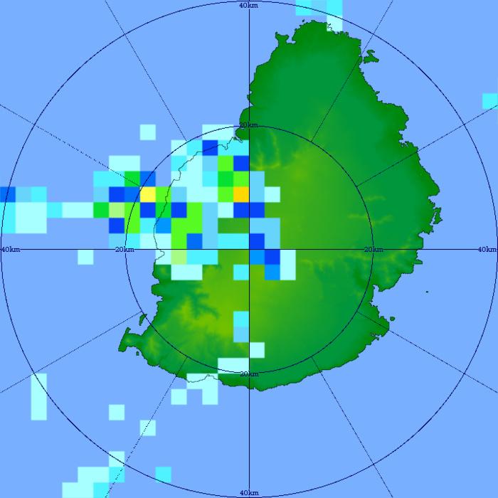06/17h21. Bonnes averses estivales localement de forte intensité en fin d'après-midi du Mardi 06 sur l'Ouest de MAURICE. Radar de TAC. MMS/Vacoas.
