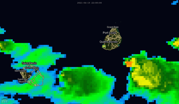 16/07h. Animation de 02 à 07h. L'animation satellite montre les nuages les plus actifs juste au large des côtes Sud-Est de MAURICE.