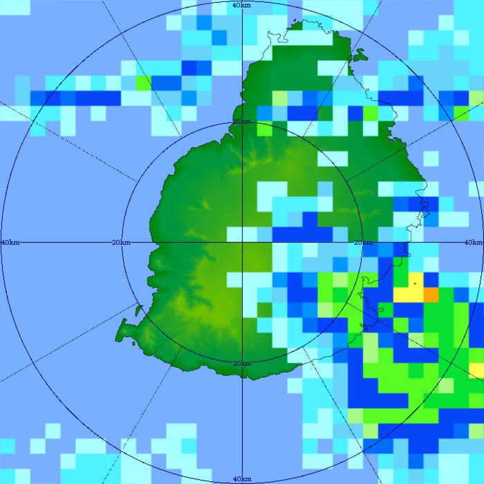 16/07h11. L'image radar de TAC montre une cellule active(orange) tutoyant la frange littorale Sud-Est de MAURICE. MMS/VACOAS.