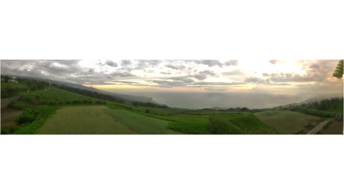 28/17h55. Coucher de soleil depuis le fantastique point de vue des Colimaçons à la RÉUNION. L'Ouest Réunionnais devrait renouer avec un soleil plus souverain Jeudi matin. MÉTÉO RÉUNION.