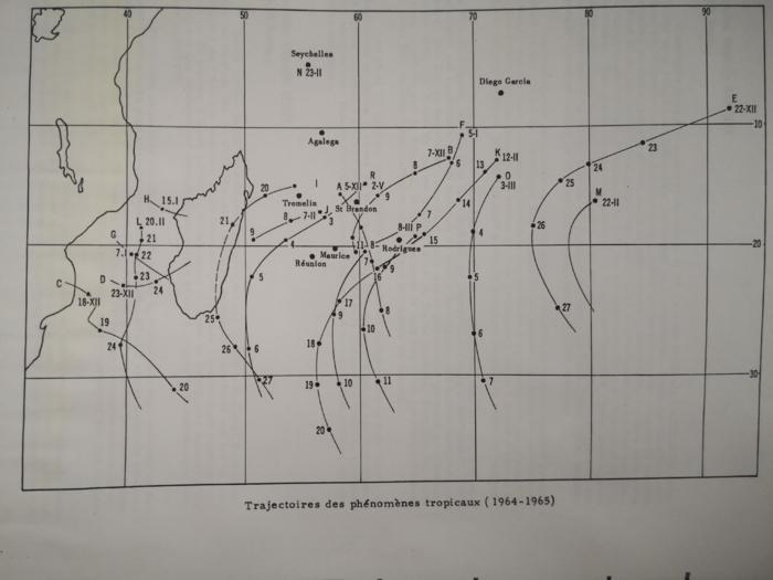 Trajectoires estimées des systèmes cycloniques de 1964/1965 sur le Sud-Ouest Indien. PH/Met Mar.