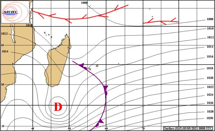 Analyse de la situation de surface à 4heures ce Mercredi matin. La convergence associée à la Dépression au Sud-Sud-Est de MADA se trouve à proximité Ouest de la RÉUNION. Au Nord de nos ziles on note encore pas mal d'activité entre 5/10°Sud mais sans organisation significative. MTOTEC.