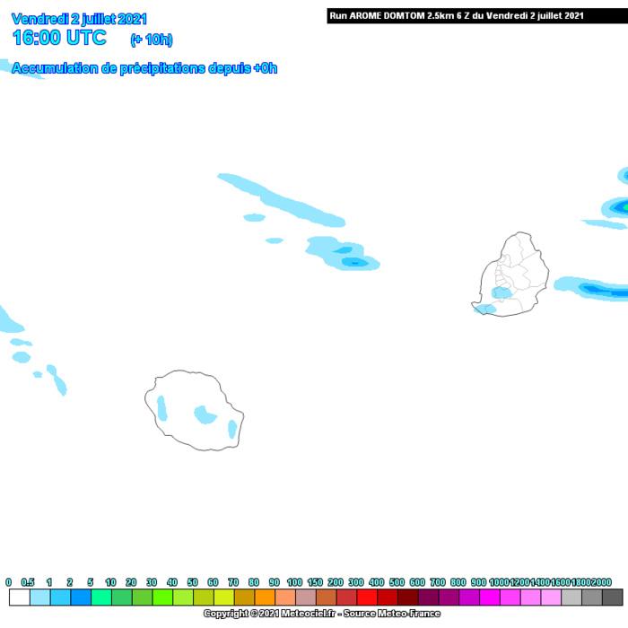 Une ligne d'instabilité aborde MAURICE en soirée et au cours de la nuit de Vendredi à Samedi. Les averses sont plus nombreuses sur la moitié Est et le Plateau Central. Elles se prolongent Samedi matin avant une amélioration. Le quart Sud-Est de la RÉUNION est la zone la plus ciblée par les averses en seconde partie de nuit et Samedi matin. On s'attend à un assèchement de la masse d'air Dimanche pour les ILES SOEURS. AROME.MCIEL.MFRANCE. Si nécessaire cliquez sur l'image pour l'animer.