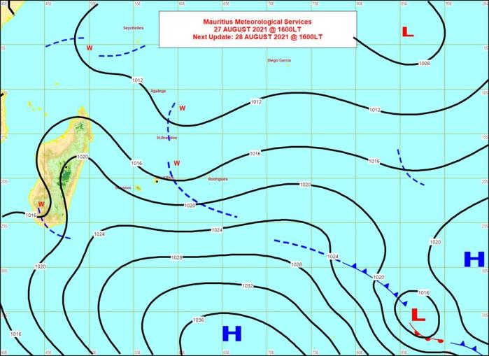Analyse de la situation de surface ce Vendredi à 16heures. La zone d'instabilité(w) traverse les Mascareignes d'Est en Ouest. Un anticyclone(H) s'est renforcé dans le même temps et fait circuler des alizés très rapides sur les Mascareignes. MMS/Vacoas.
