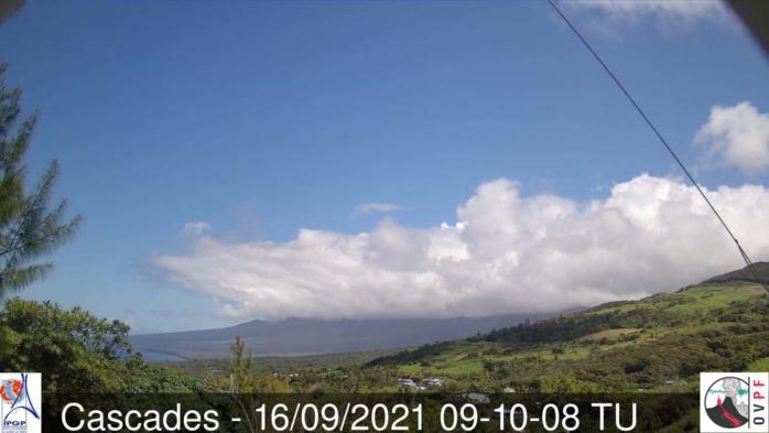 Temps sec et ensoleillé sur les régions sauvages de Bourbon cet après-midi(Piton Sainte Rose avec vue sur le Sud-Est de la Réunion). Météo Réunion.
