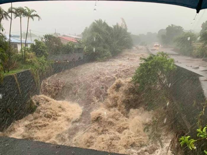 Dans le Sud Sauvage à la RÉUNION à la fin du mois on se serait cru en pleine saison des pluies avec un cyclone rôdant dans les parages. Freedom.