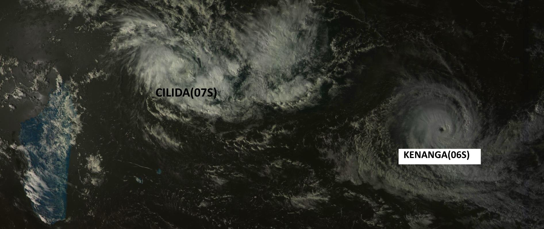 Cliquez sur l'image.Sur la droite le cyclone tropical intense KENANGA. Au nord des Mascareignes CILIDA est bien visible avec un centre net. La distance entre les deux systèmes va progressivent décroitre ces prochains jours alors que BENNAGA s'affaiblira dans le même temps CILIDA se renforcera. Satellite: Goms-2,15h.