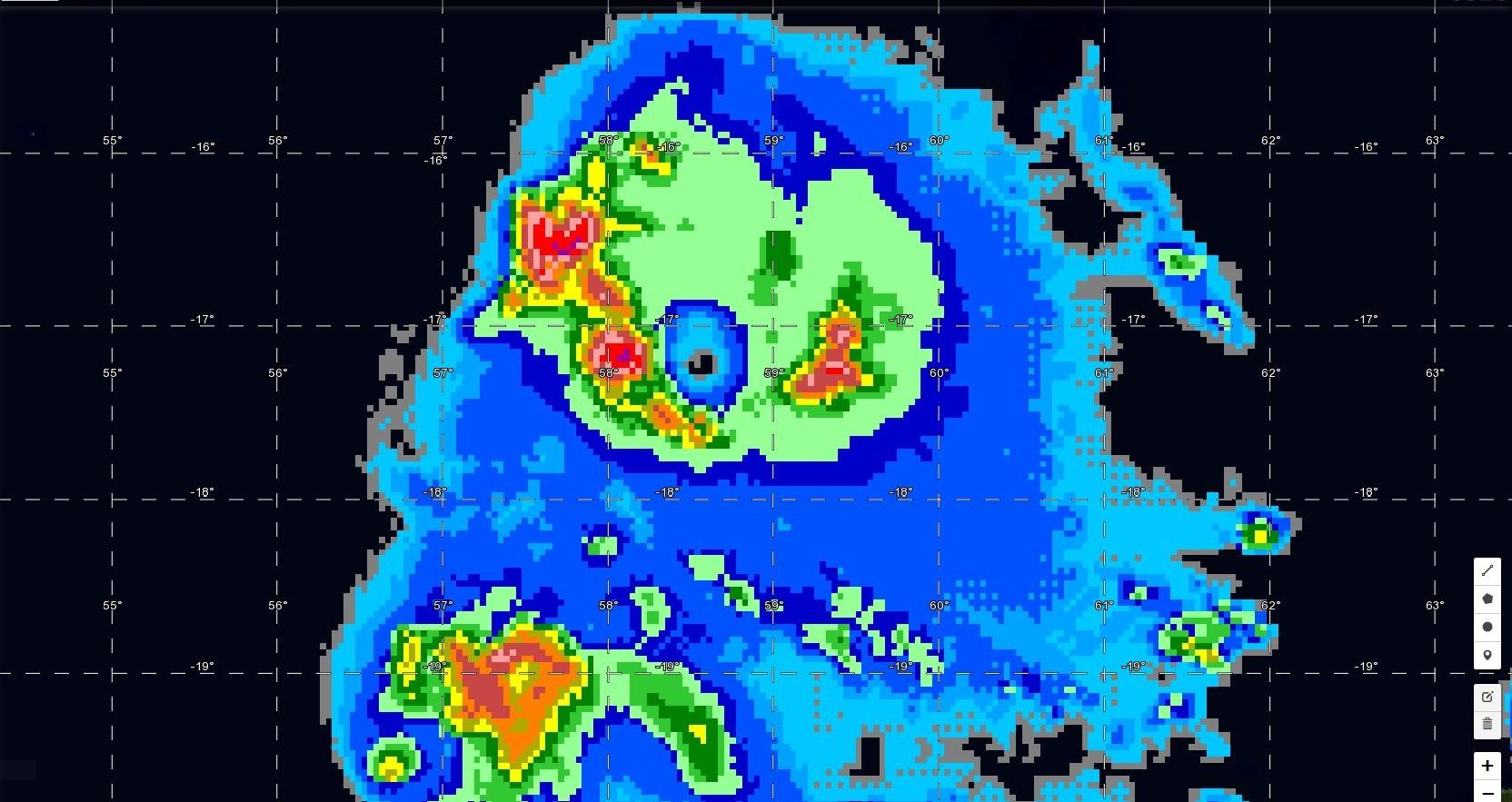 Saint Brandon(16.5°sud et 59.6°est): les îles sont touchées par la partie active du système. Les vents sont violents mais les vents les plus extrêmes(260km/h en rafales) devraient rester en mer.