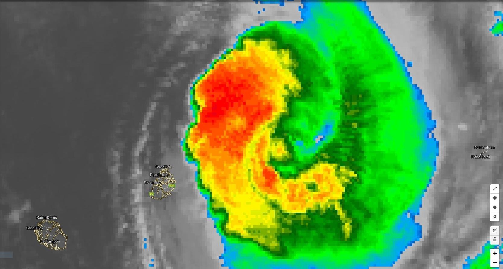 Les pluies cycloniques(et les rafales) sont à 50km de Maurice.