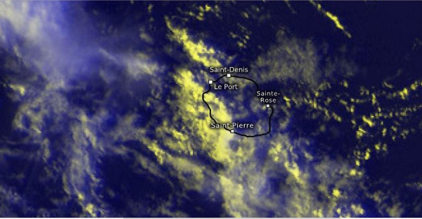 Cliquez sur l'image.Zoom sur la Réunion à 17h45. Averses sur l'ouest et le sud. Courtesy: Kachelmann GmbH.