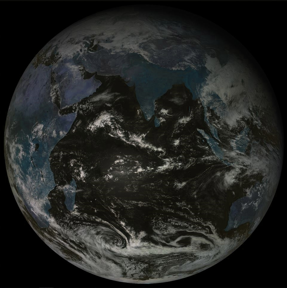 11h. Satellite russe sur l'océan indien. Calme en ce moment au niveau de l'activité cyclonique sur notre région.