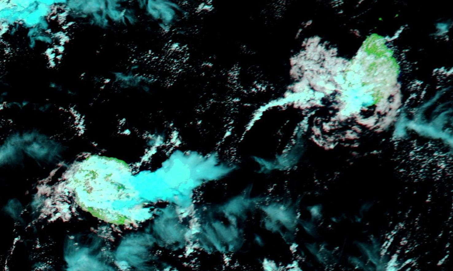 Aqua à 14h30. Beaux développements en bordure des côtes est de la Réunion. Un peu d'activité sur le sud ouest de Maurice.