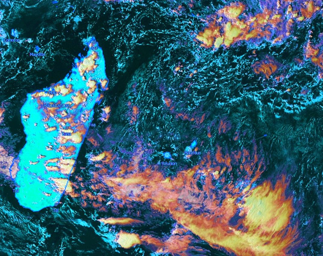 Instabilité potentielle sur la zone. Mais les Iles Soeurs ne sont pas touchées pour le moment. Notez les cellules orageuses sur Madagascar. Satellite: Météosat 8 16h, Kobus, que j'ai travaillée.
