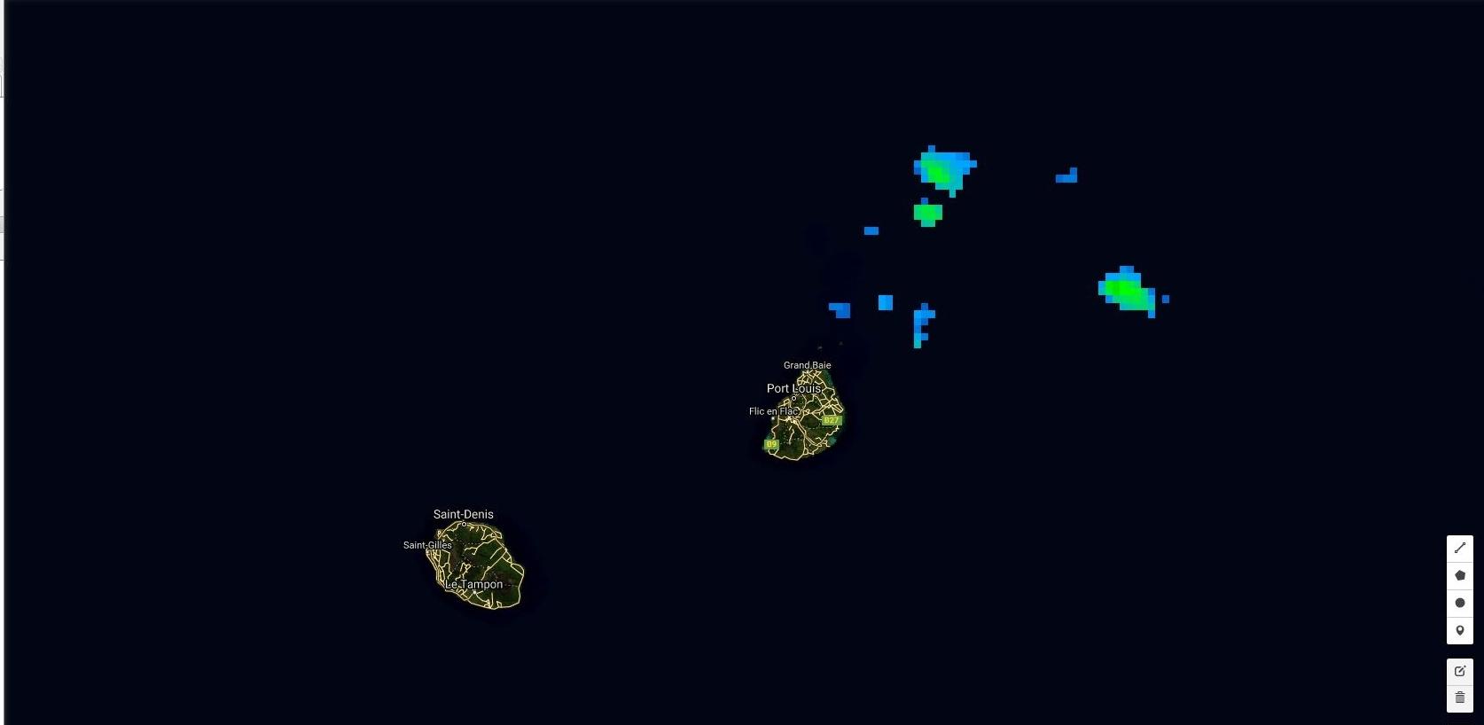 07h: quelques foyers modérément actifs au large de Maurice.