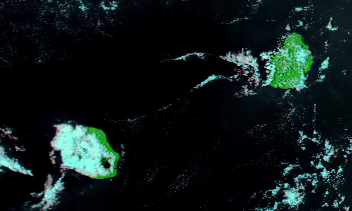 Aqua à 13h45: la couverture nuageuse reste peu active sur la Réunion. Soleil au volcan. Peu de nébulosité sur Maurice.