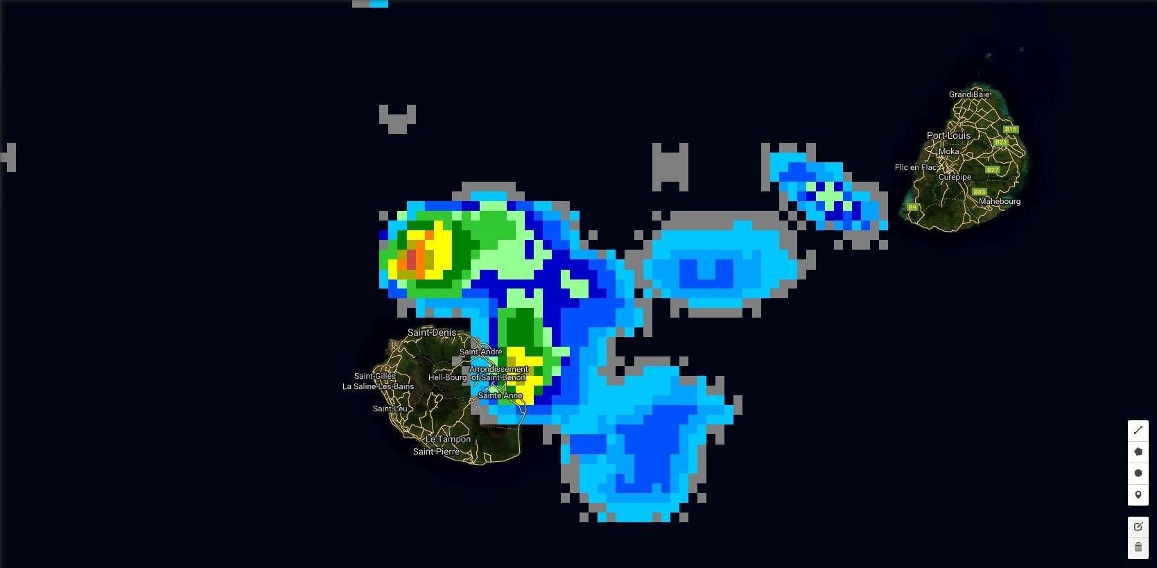 Réunion: le foyer orageux le plus actif est tout proche de Saint André/Saint Benoît. Image satellite à 03h30.