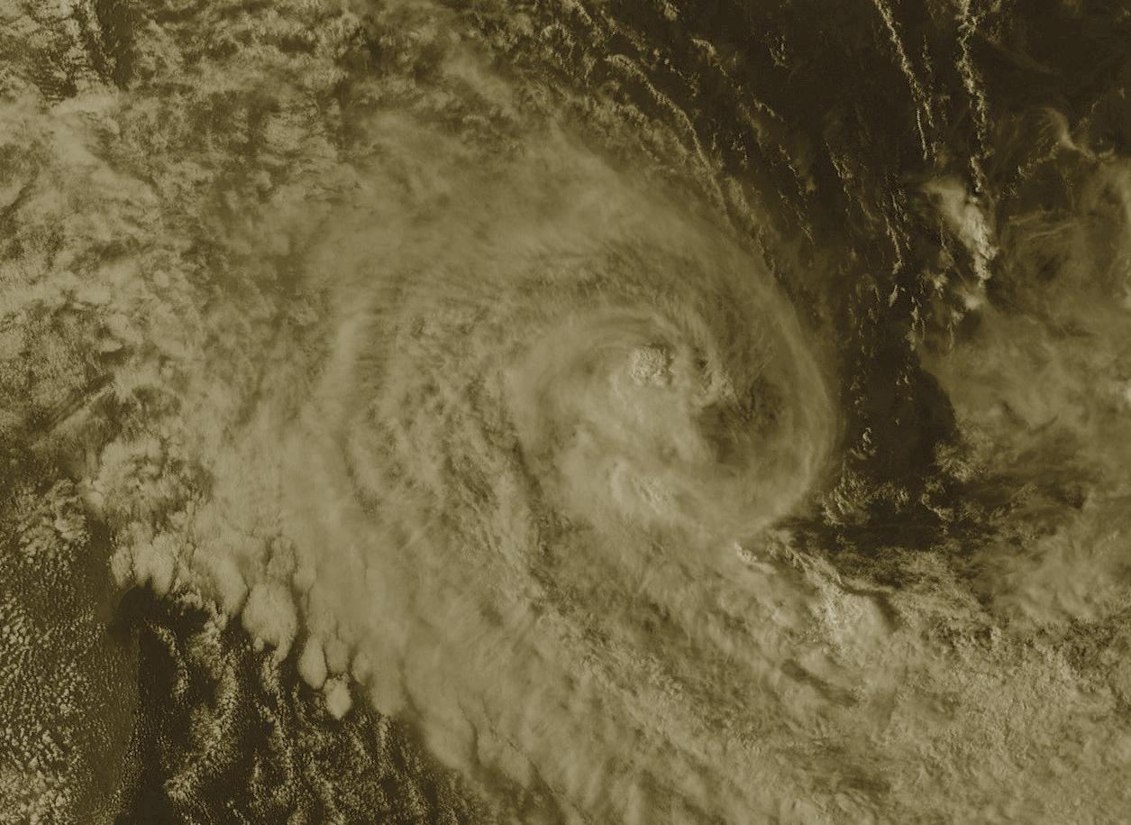 Météosat à 17h: la convection est toujours affectée par le cisaillement.