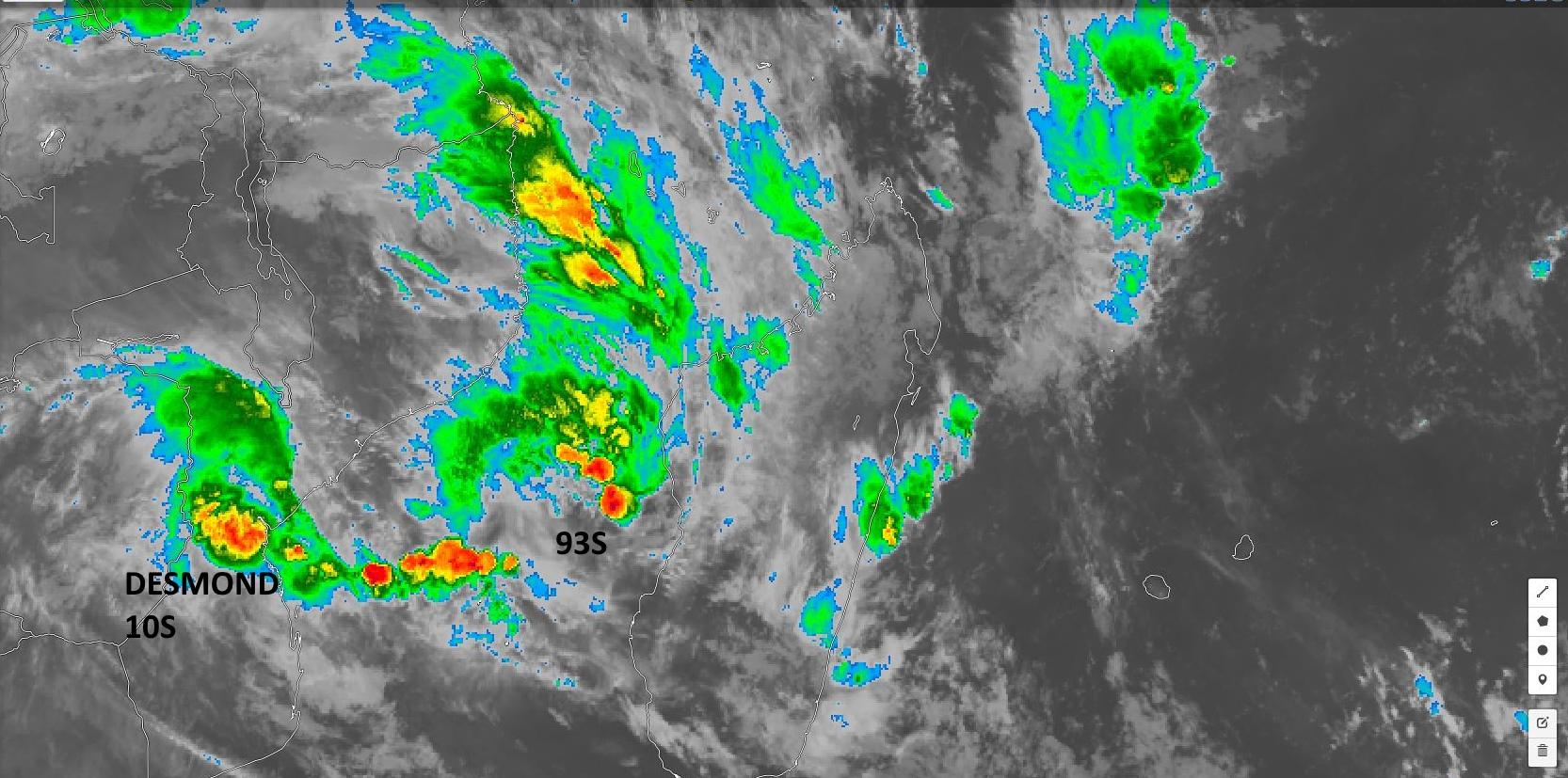 Sur notre zone ce sont DESMOND(10S) et 93S qui retiennent notre attention sans négliger les orages et inondations sur certaines parties de la Grande Ile. Photo satellite de 8h.