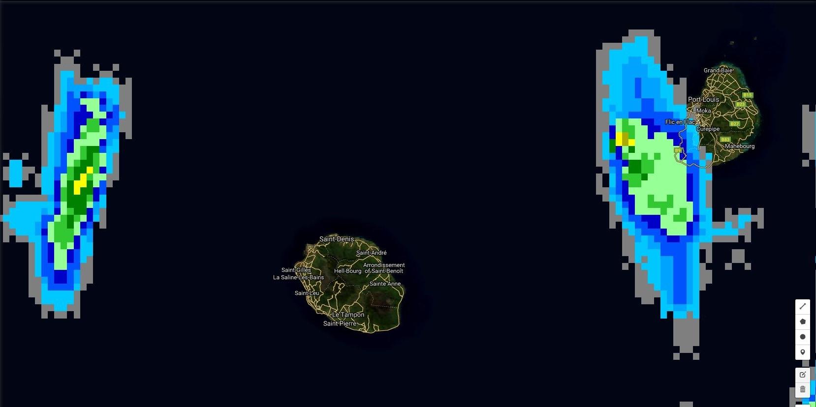 Satellite à 18h15: cette nuit des foyers pluvio-orageux peuvent se former rapidement et toucher les îles.