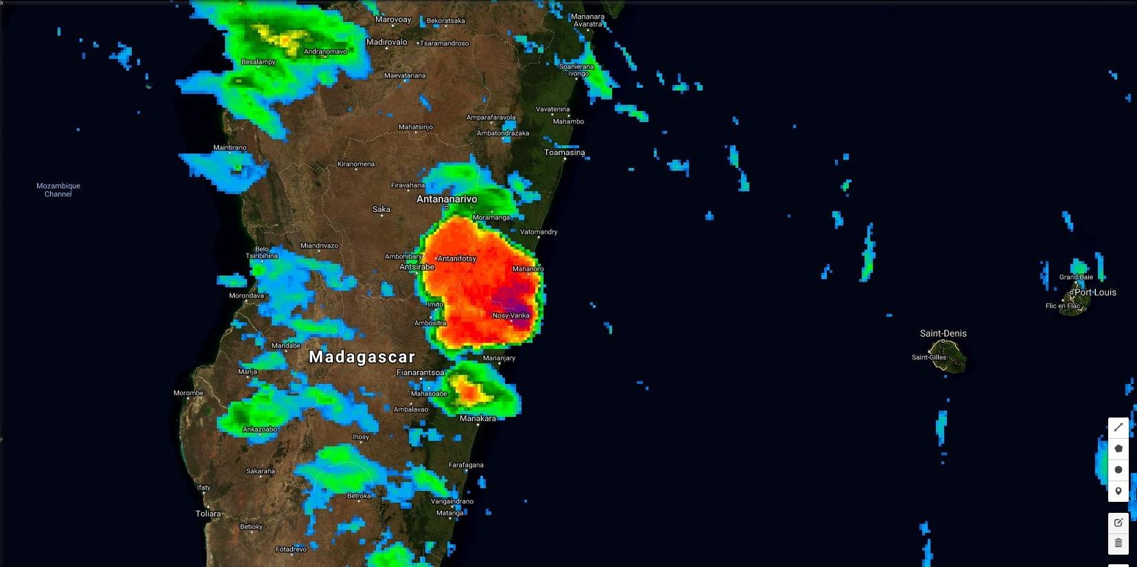 19h heure de Mada. Développent spectaculaire en 2 heures d'une zone pluvio-orageuse intense dans la région de Mahanoro.