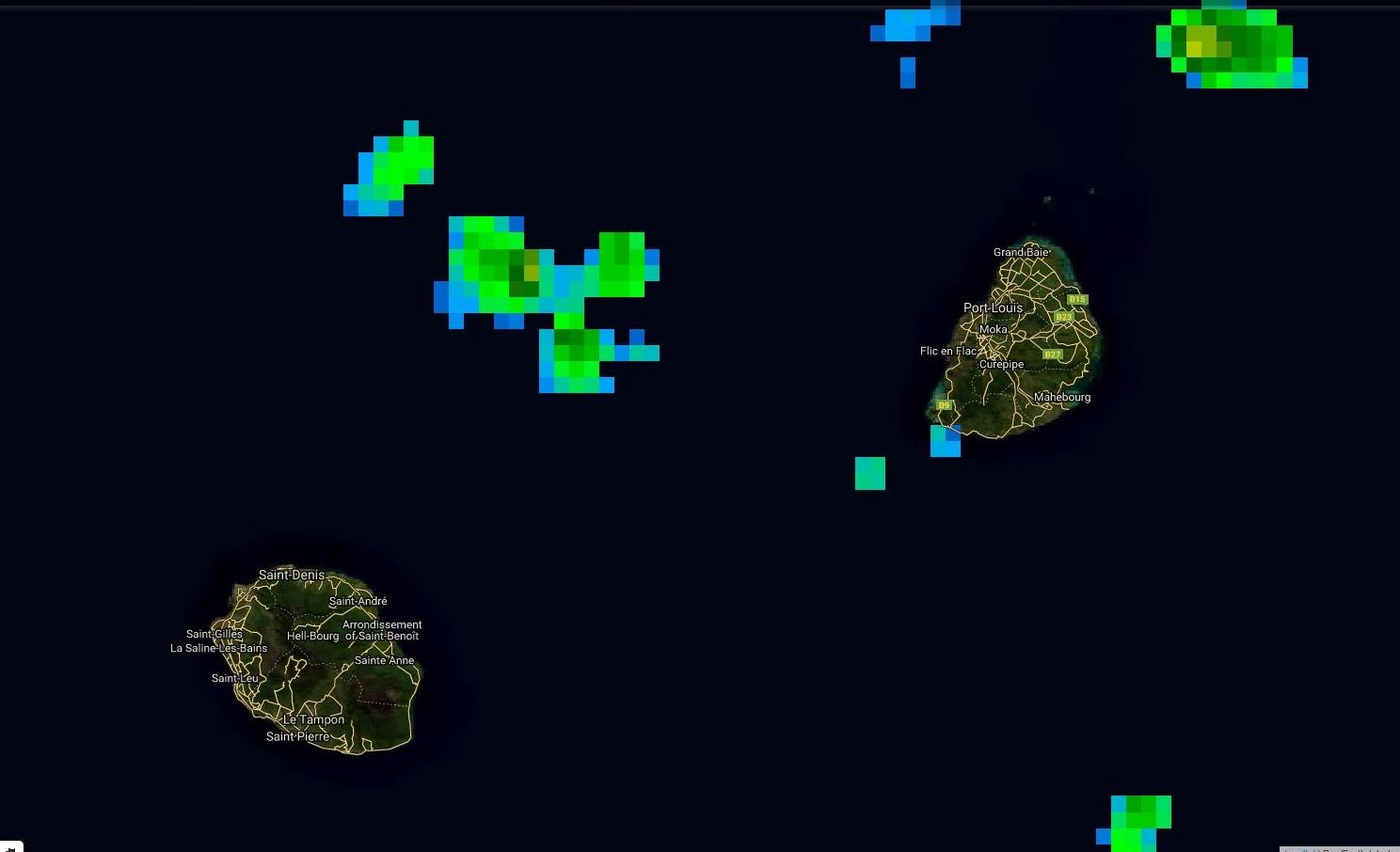 Satellite 20h: développement de quelques cellules pluvieuses au nord est de la Réunion mais qui ont tendance à se rapprocher de Maurice pour le moment.