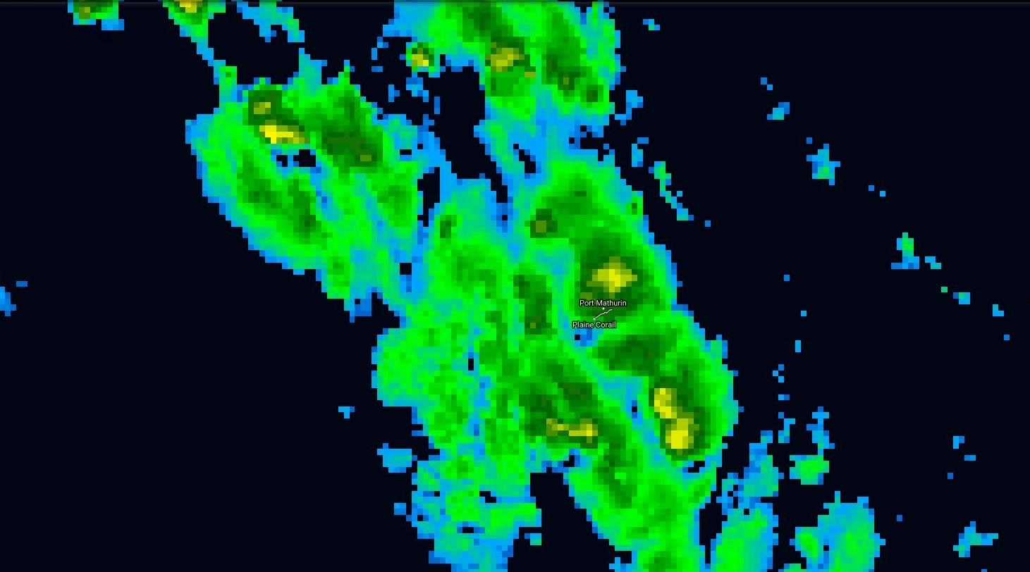Satellite à 22h: des nuages très actifs viennent de passer au plus près dans le nord de Rodrigues.
