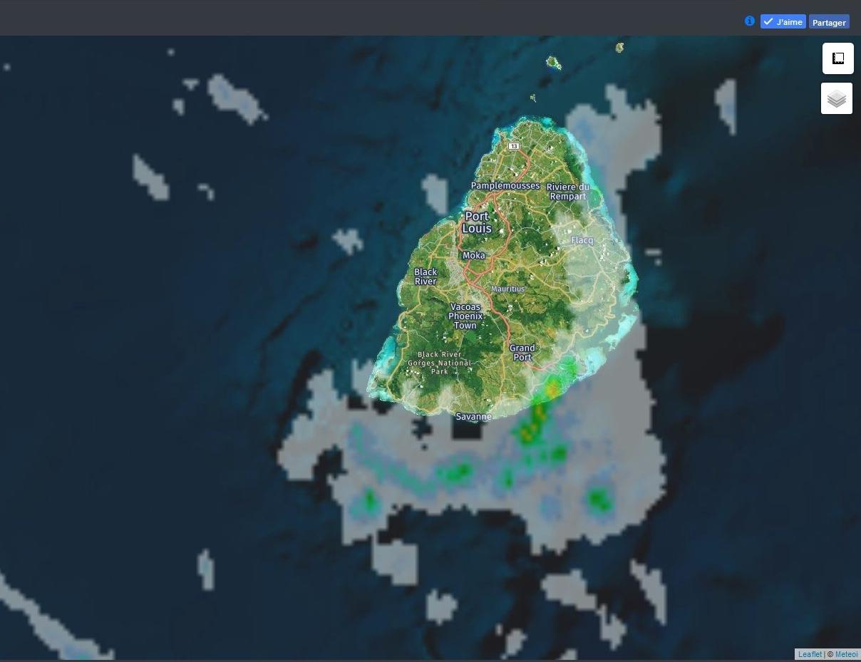 19h30 Radar Météo France Réunion. Nombreuses averses sur Maurice avec nuages actifs sur le sud est à l'ouest de Mahébourg. Crédit image: https://www.meteoi.re