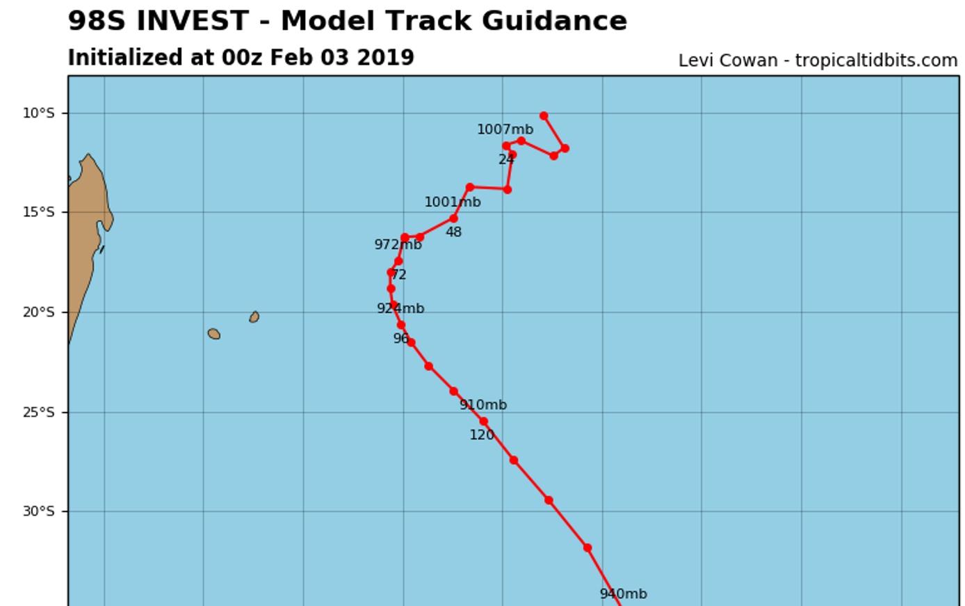 Simualtion du modèle GFS(américain) avec un passage à environ 100km à l'est de Rodrigues dans la nuit de Mercredi à Jeudi. Tendance à envisager mais qui ne doit pas être prise pour argent comptant.
