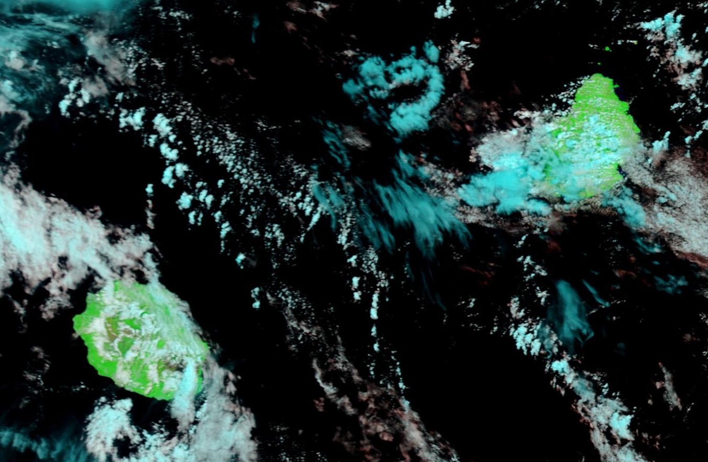 Les Iles Soeurs vues par Terra à 10h05 ce matin. Des averses touchaient alors la région du Morne à Maurice et le sud est de la Réunion.