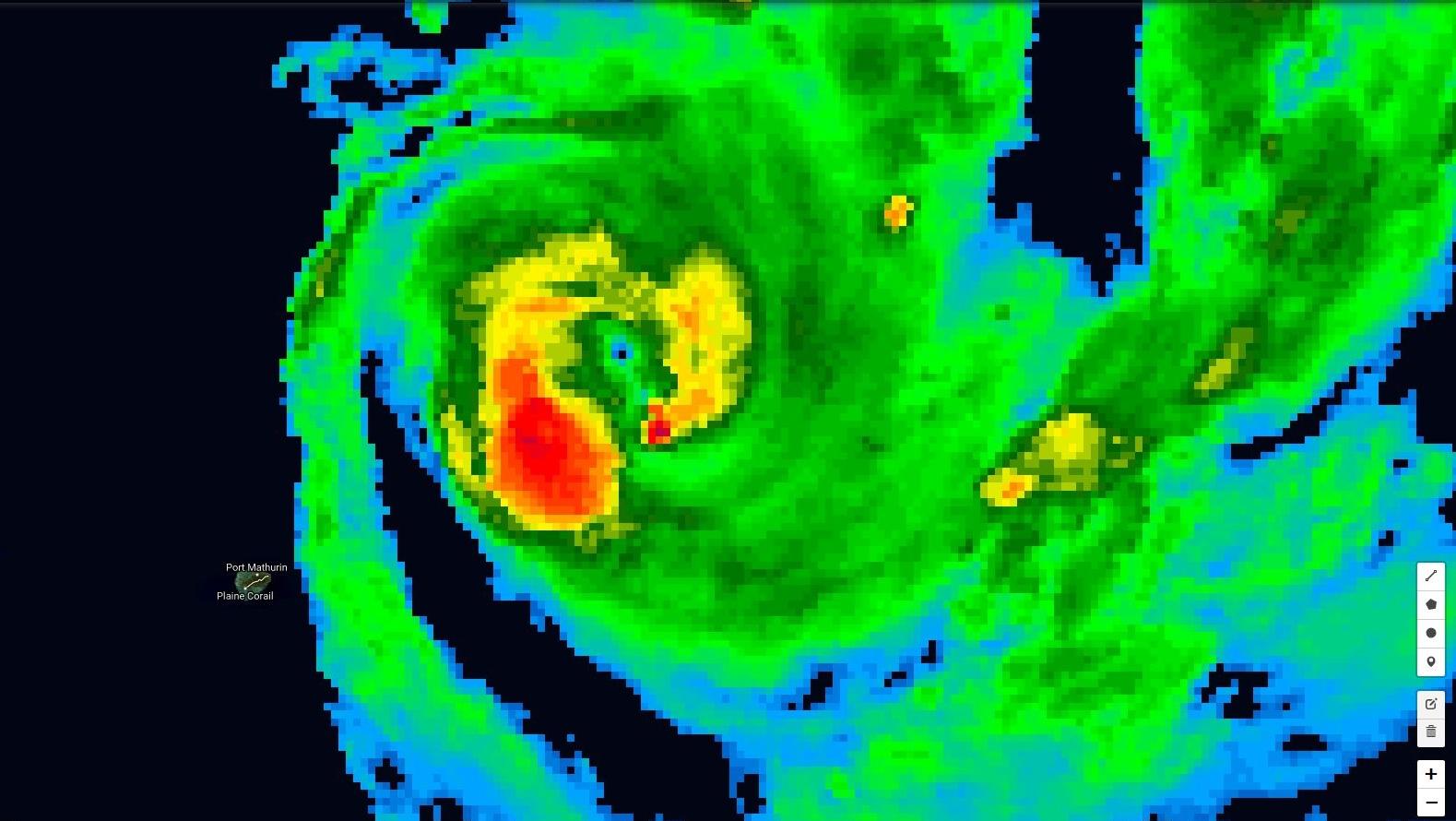 05h: le cyclone FUNANI est à son point le plus rapproché de Rodrigues à 240km au nord est
