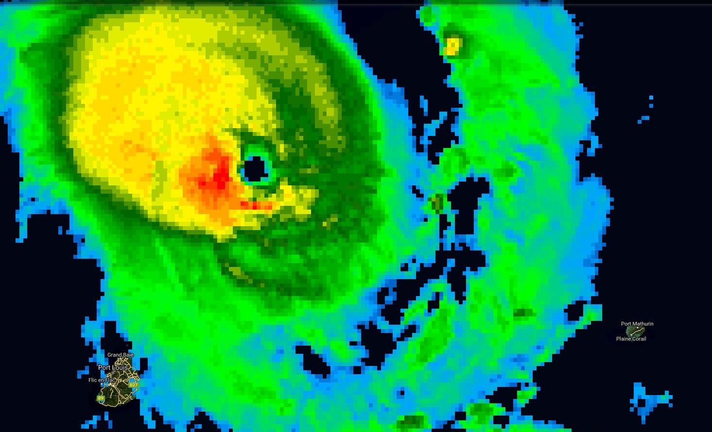 Photo satellite de 11h: le cyclone intense GELENA(13S) se rapproche de Rodrigues sur une trajectoire très menacante.