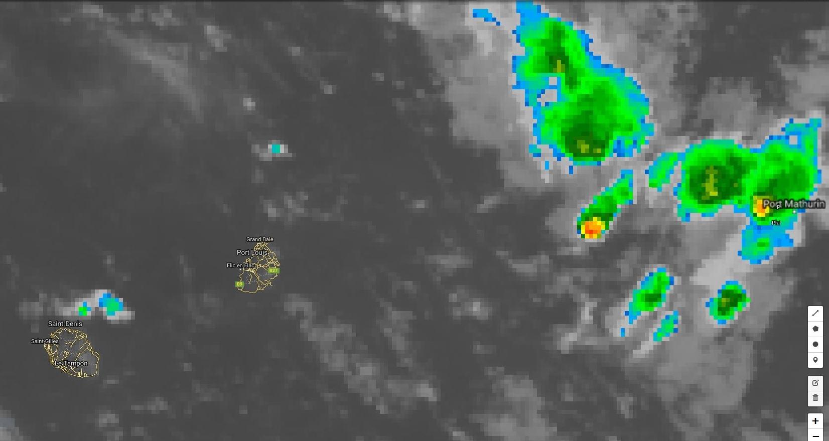 Image satellite de 23heures. La zone d'instabilité touche Rodrigues et progresse vers l'ouest. Dans le même temps la masse d'air devient plus instable à proximité des Iles Soeurs.