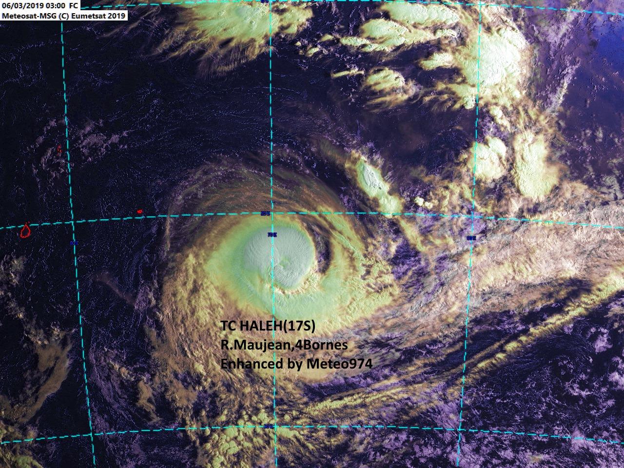 Le cyclone HALEH(17S) ce matin 07heures. L'oeil est recouvert à présent mais encore bien visible sur les images micro-ondes.