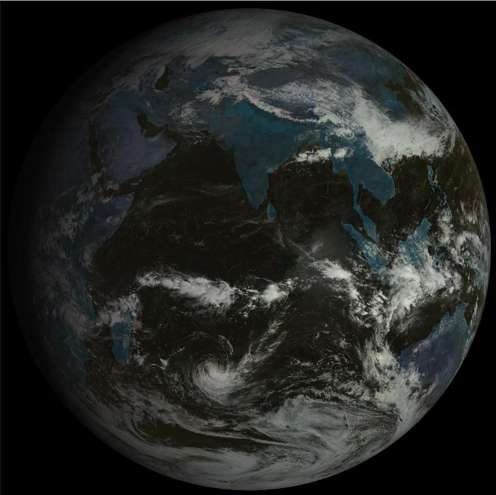 Océan Indien ce matin à 9h par le satellite russe. La forte tempête tropicale HALEH s'évacue lentement vers les latitudes tempérées.