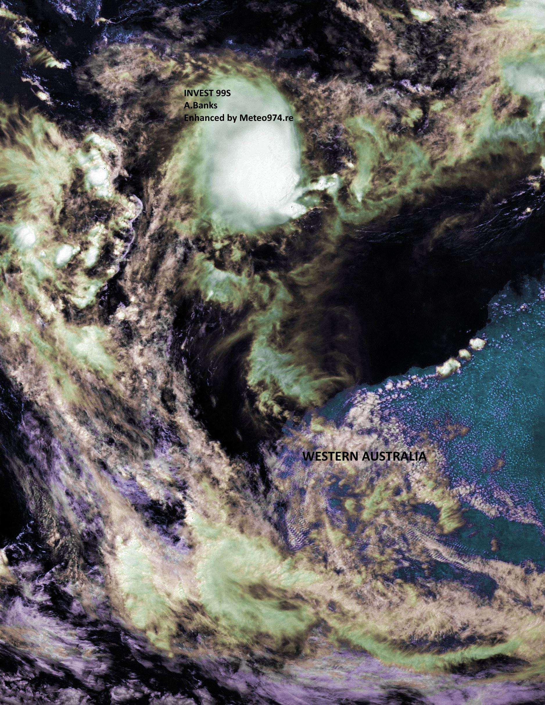 99S capturé par le satellite chinois FY2G ce matin à 10heures. Le système est localisé à 320km des côtes de Bali et loin au nord nord ouest des côtes de l'Australie Occidentale.