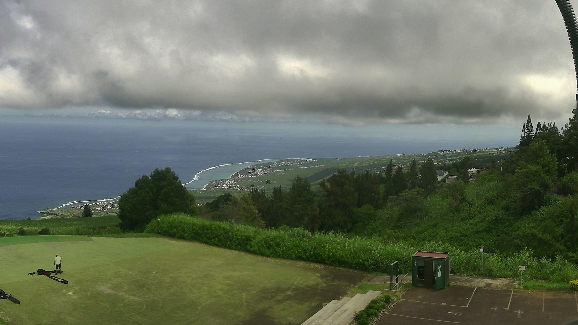 Webcam des Colimaçons à 800m d'altitude. Vue sur les plages de la Saline et de l'Ermitage à 11heures. http://www.meteo-reunion.com/