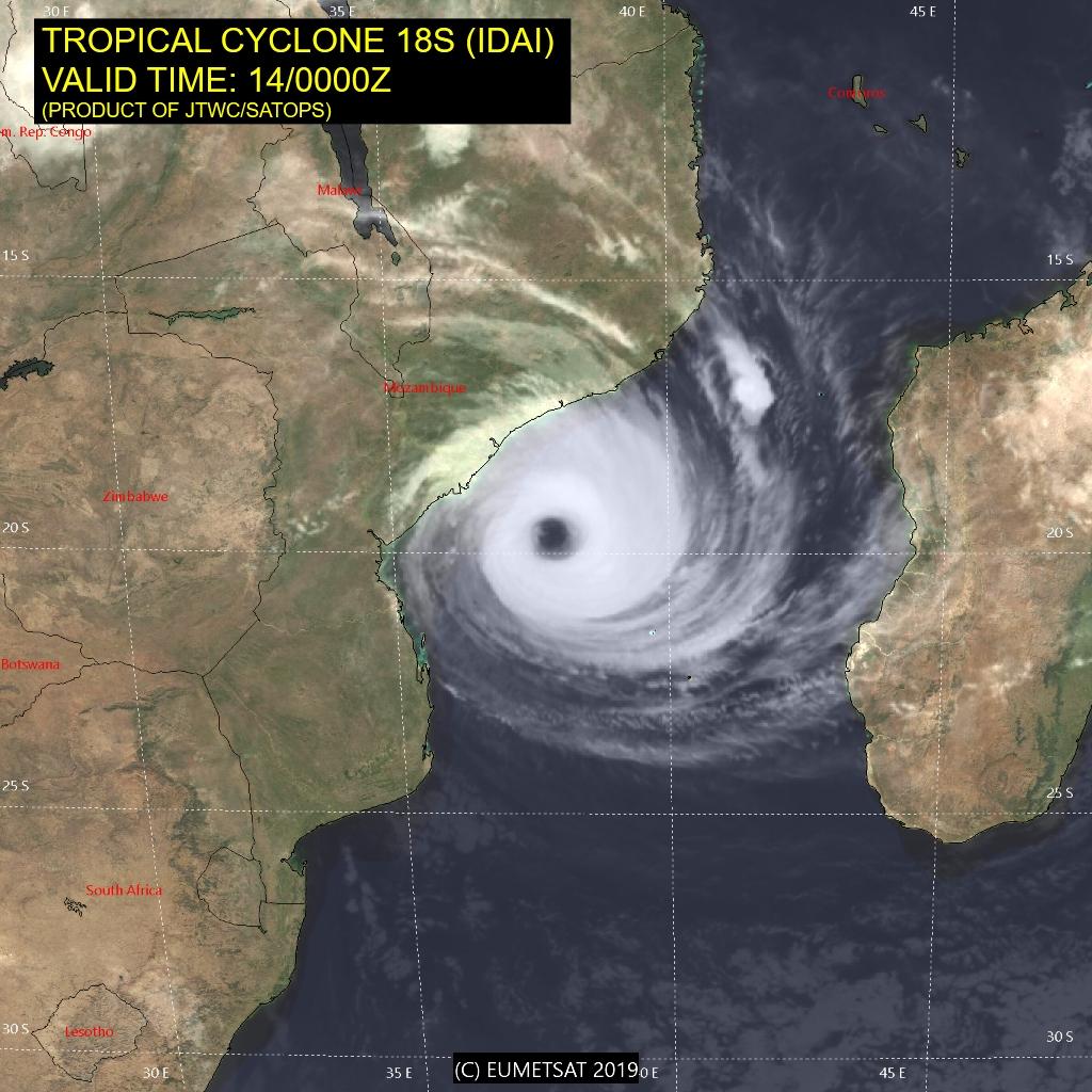 03UTC: dangerous cyclone IDAI(18S) 320km to Beira, set to make landfall within 50km of Beira shorly before 24hours