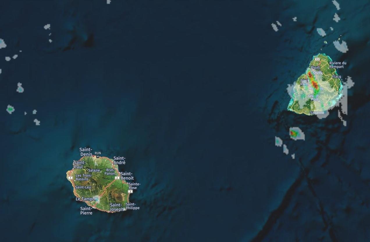 Radar MF à 14h54. Maurice bénie des cieux alors qu'à la Réunion on regarder envieux. Crédit image: https://www.meteoi.re/