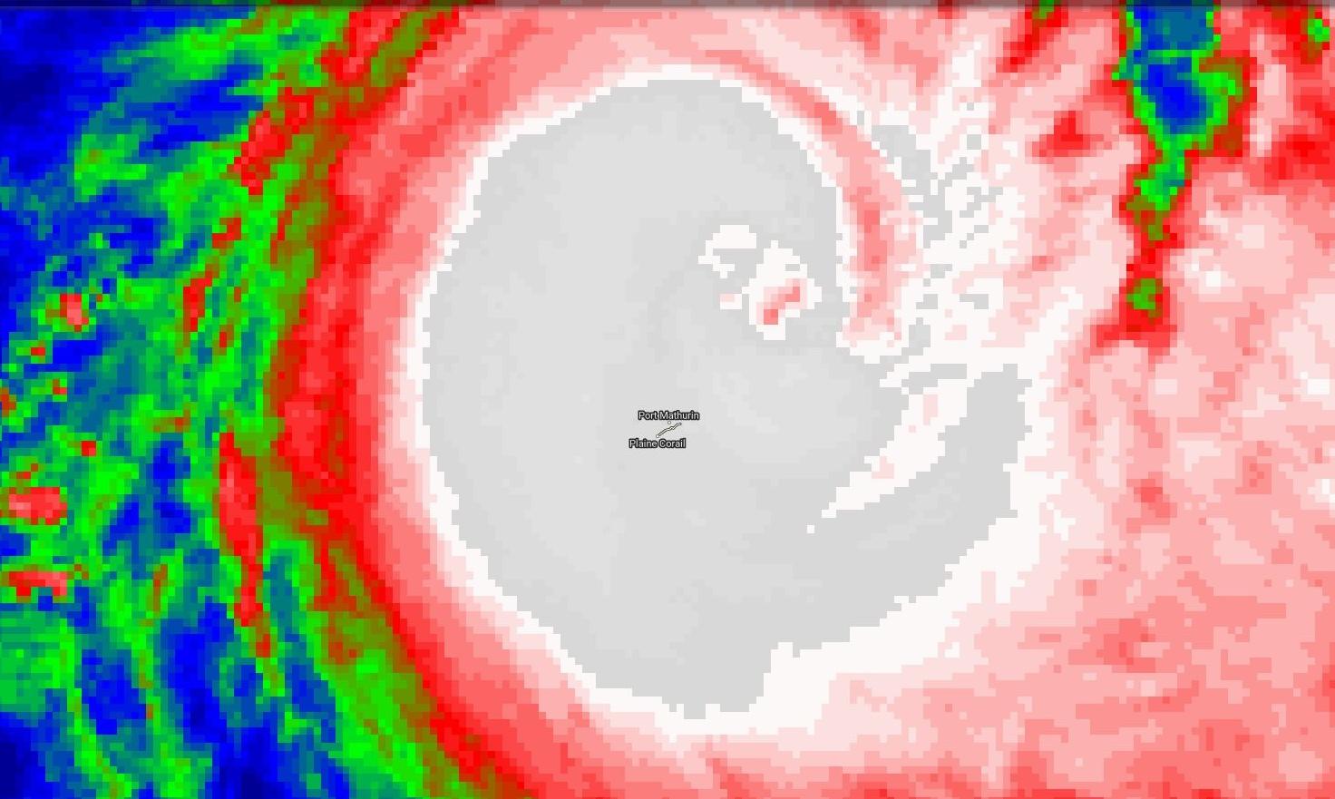 Rodrigues dans son malheur pourrait malgré tout éviter le pire de justesse, JOANINHA à 90km de l'île à 5heures ce matin