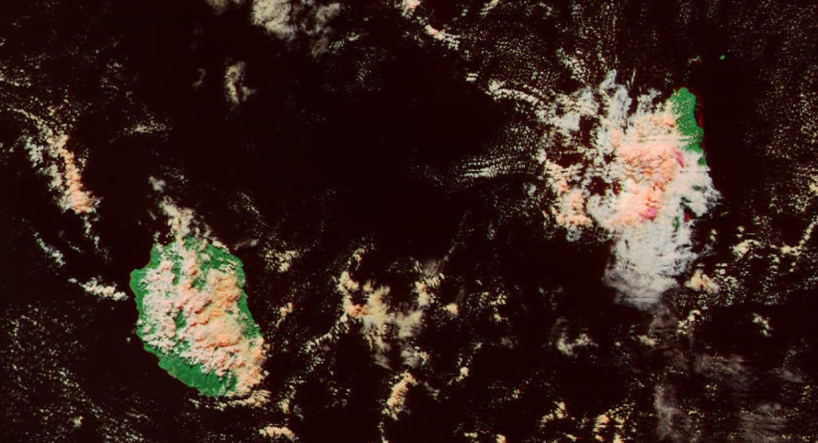 Concentration de nuages actifs sur l'ouest, le sud ouest et une partie du plateau central de Maurice en début d'après midi. Averses soutenues localement. A la Réunion rien de bien significatif.  Satellite: Npp 14h06 Mascareignes